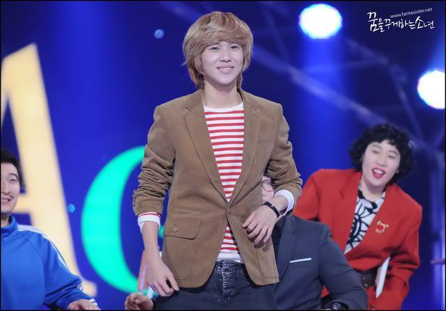 110209 Minho & Taemin @ Gag Concert - Página 2 110209bg