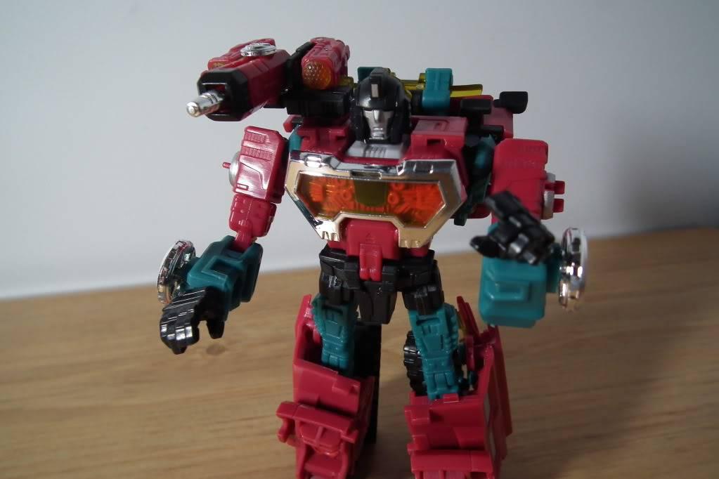 Collection de Braveheart: Venez voir mon musé personnel de Transformers - Page 7 DSCF4996