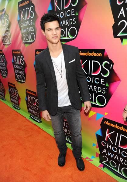 Kids Choice Awards 2010 /  Guild Awards 2010- 2011 Taylorkca3