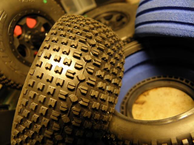 Collection de pneus RC - EncoreUneMod! BowFighter