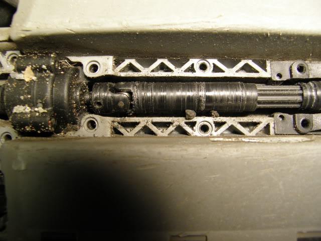 [New] Central Drive Shaft 1/16 par Integy - Page 3 PB070179