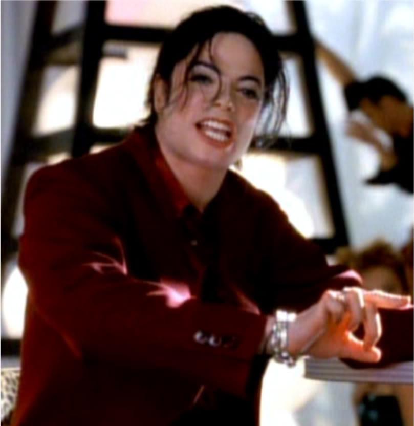 Témoignages de gens qui ont côtoyé ou rencontré Michael. Artistes, des gens qui ont travaillé avec lui, ou pour lui, des amis, de gens de sa famille etc... - Page 14 Blood-On-The-Dance-Floor-michael-jackson-18585748-669-500