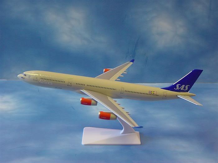 Vand machete avioane civile (multe raritati) A340SAS