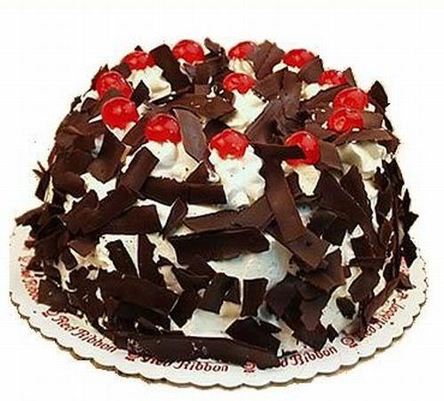 Schwarzwald          اذا لم تذرها فمن الأفضل أن تأكلها BirthdayCake-BlackForest