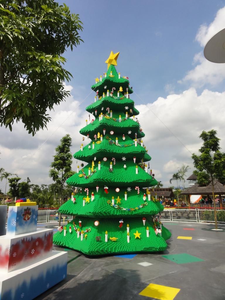 my trip to Legoland Malaysia NOV 2012 LLXmastree