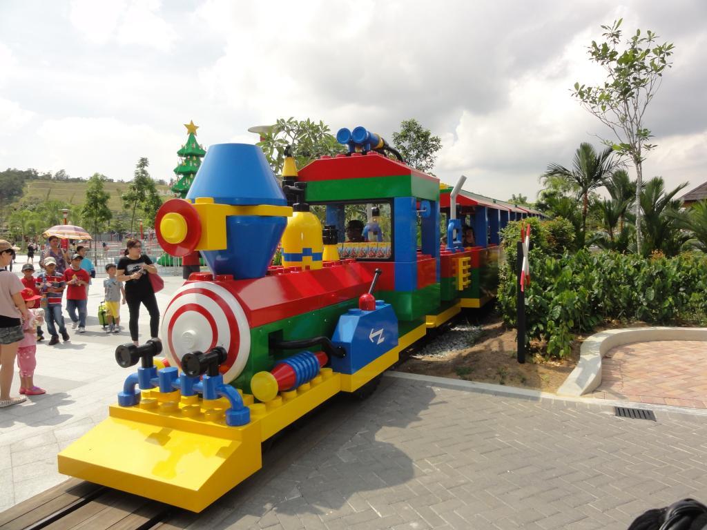 my trip to Legoland Malaysia NOV 2012 LLtrainride