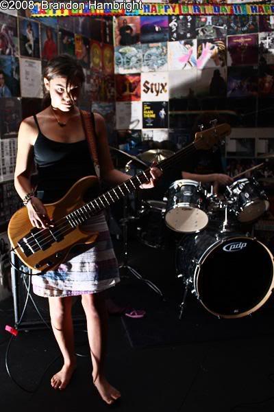 Fotos de mulheres tocando baixo. TOPICO PARA CONEXOES RAPIDAS Kayla2