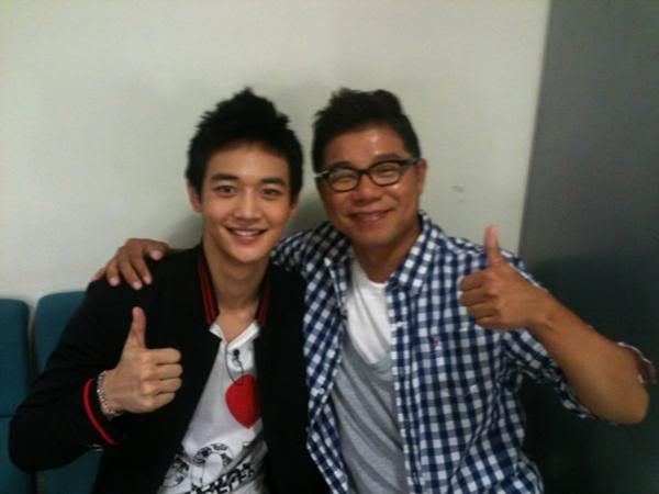 [Pics][23.08.10] Onew, Minho - Star King backstage with Yang Jin Suk and fans Xssd