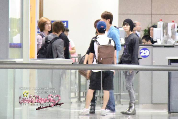 [Unofficial] 11.09.2010 SHINee in Pudong airport 11625422ohkr291
