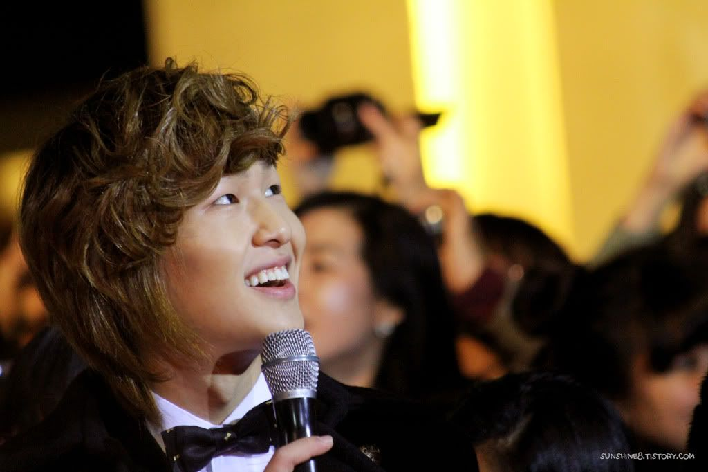 [Official] 18.11.2010 MC Onew at MBC Korean Film Awards  177ee9284ce52cc1282bd8