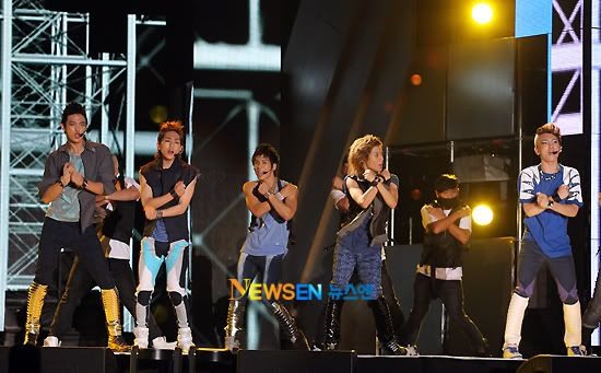 [Perf] 29.8.2010 SHINee at 2010 Incheon Korean Music Wave Concert 2010082921204110021