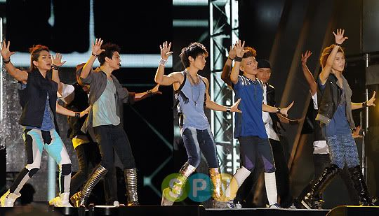 [Perf] 29.8.2010 SHINee at 2010 Incheon Korean Music Wave Concert 433a2efc1eb15c755d6008c