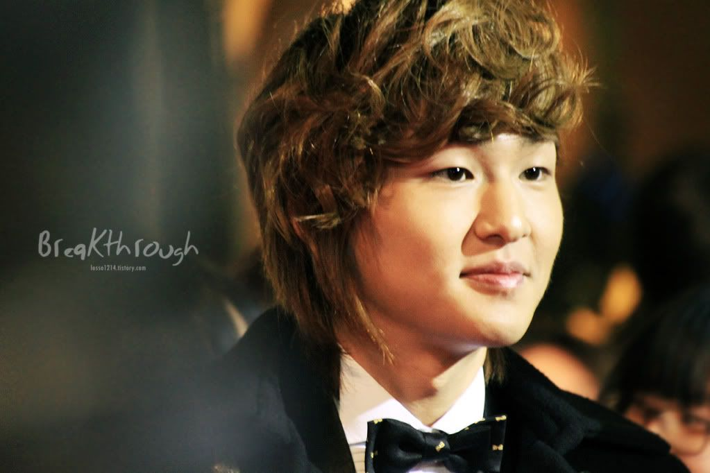 [Official] 18.11.2010 MC Onew at MBC Korean Film Awards  52255882