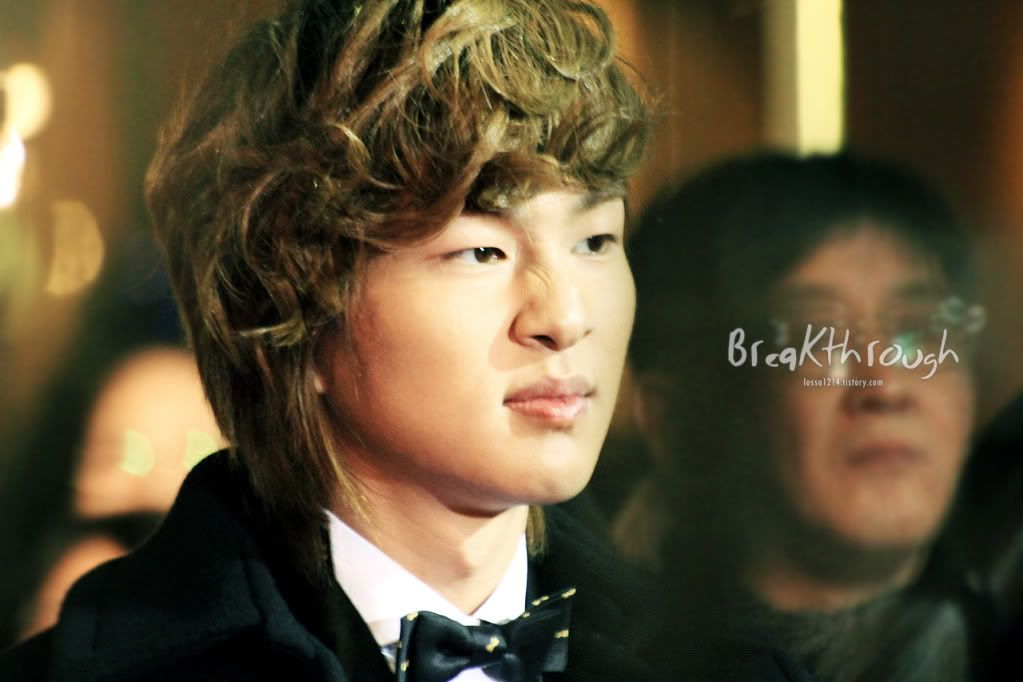 [Official] 18.11.2010 MC Onew at MBC Korean Film Awards  66121876