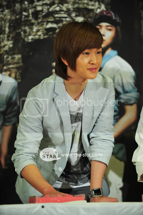 [Official] 5.8.2010 Onew ONE FINE DAY 76763648