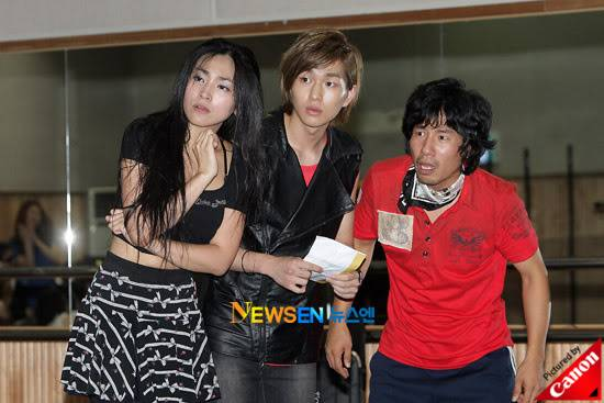 [Official] 10.08.2010 ONEW - ROCK OF AGES REHEARSAL A00519904c8a3508b4b91