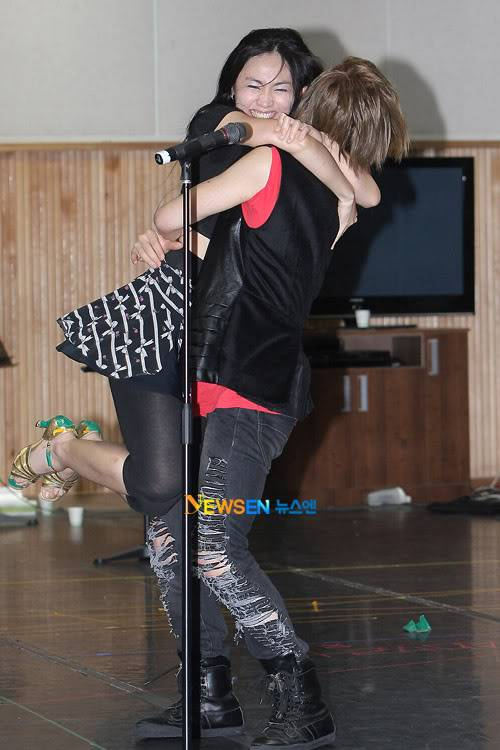 [Official] 10.08.2010 ONEW - ROCK OF AGES REHEARSAL A00519904c8a38e9e3bfd