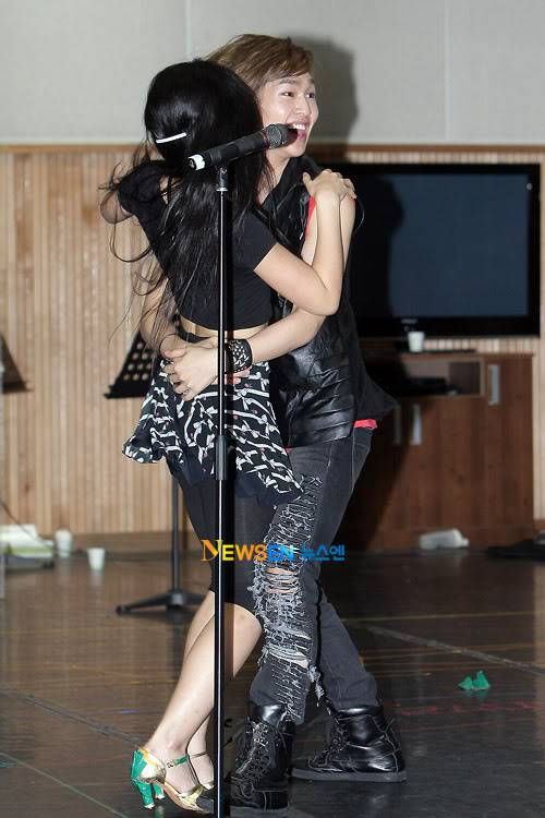 [Official] 10.08.2010 ONEW - ROCK OF AGES REHEARSAL A00519904c8a394577294