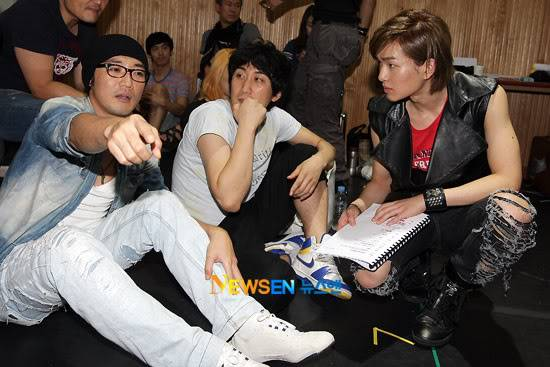 [Official] 10.08.2010 ONEW - ROCK OF AGES REHEARSAL A00519904c8a3b7a54bdd