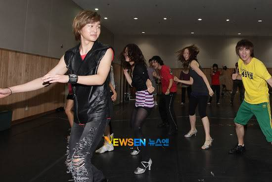 [Official] 10.08.2010 ONEW - ROCK OF AGES REHEARSAL A00519904c8a40177b2ba
