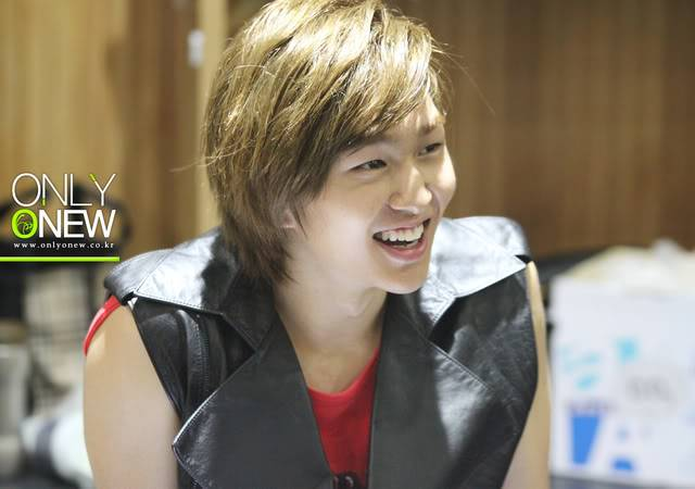 [Official] 10.08.2010 ONEW - ROCK OF AGES REHEARSAL D00888374c8cac98ebc3a
