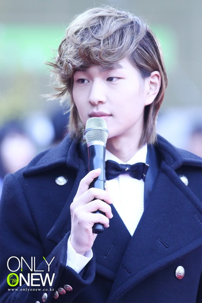 [Official] 18.11.2010 MC Onew at MBC Korean Film Awards  D00888374ce58b5a58660
