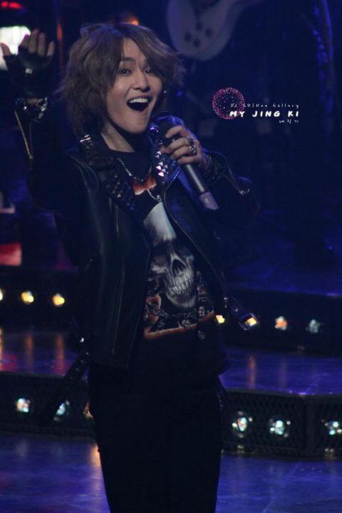 """[News] 16.9.2010 Onew trong buổi mở màn của """"Rock of age"""" Dcshinee7-1"""