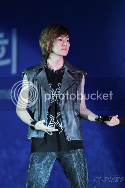 "[Perf] 28.8.2010 SHINee ""Let's Start Sharing Concert"" E00726764c7937dfa902b"