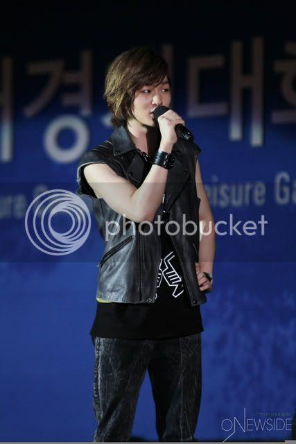 "[Perf] 28.8.2010 SHINee ""Let's Start Sharing Concert"" E00726764c7937e1394a7"