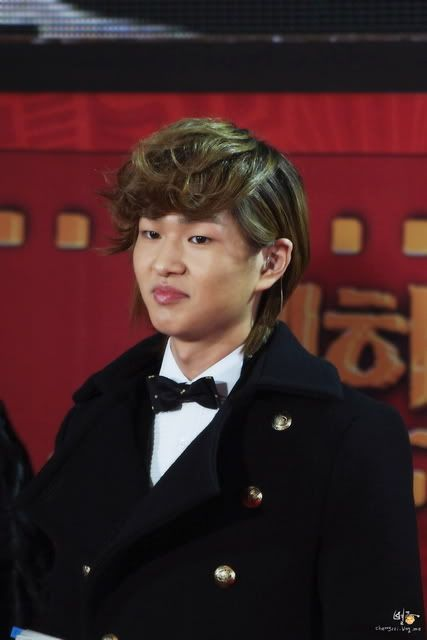 [Official] 18.11.2010 MC Onew at MBC Korean Film Awards  Imgp9754