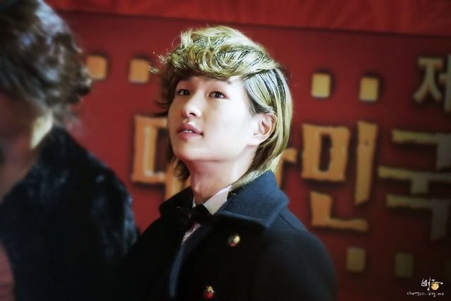 [Official] 18.11.2010 MC Onew at MBC Korean Film Awards  Mc33c