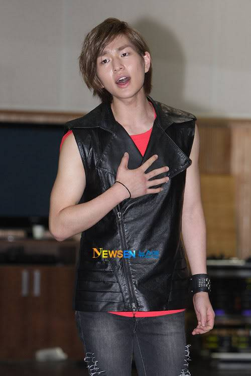 [Official] 10.08.2010 ONEW - ROCK OF AGES REHEARSAL Roa5