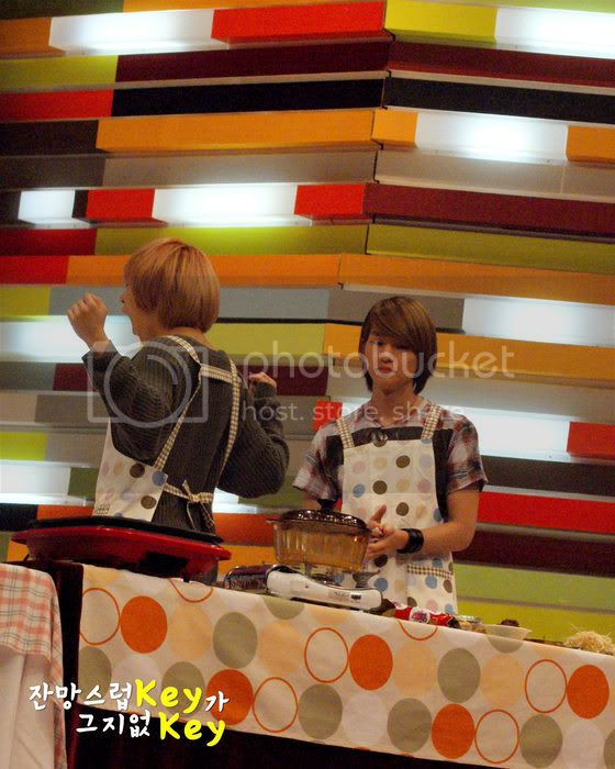 [SHOW] 04.10.2010 - SHINee recording StarKing Starking