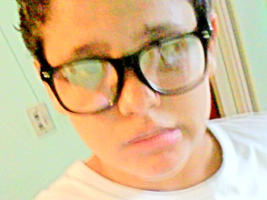 mehh at a photo D: CpiadeEuz