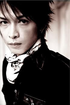 con quién le pones los cuernos a Atsushi? · · · Inoran_photo