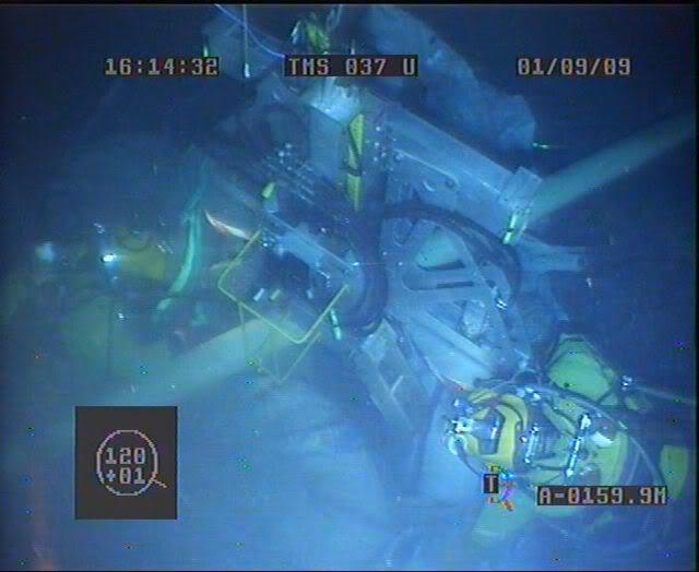 Bell Diving Part 3 CUTTINGTOOL1067_01092009_161423