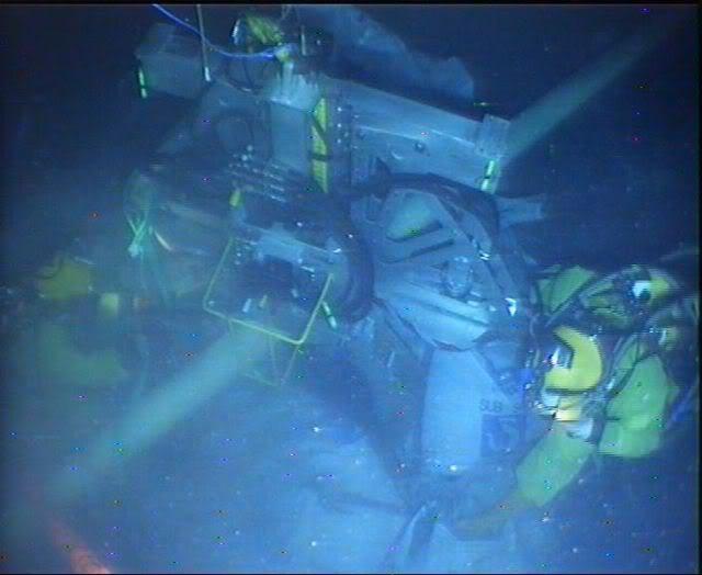 Bell Diving Part 3 CUTTINGTOOL1068_01092009_161441