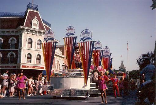 Anciennes Parades des Resorts Américains Disneyland85_04