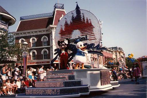 Anciennes Parades des Resorts Américains Disneyland85_05