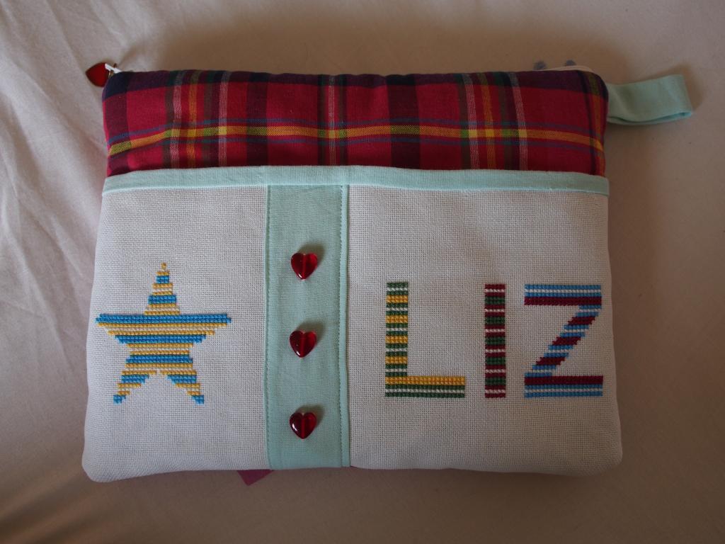 3 lettres et une étoile pour une pochette (broderie Monique Lyonnet) 018_zpsf4d978d7