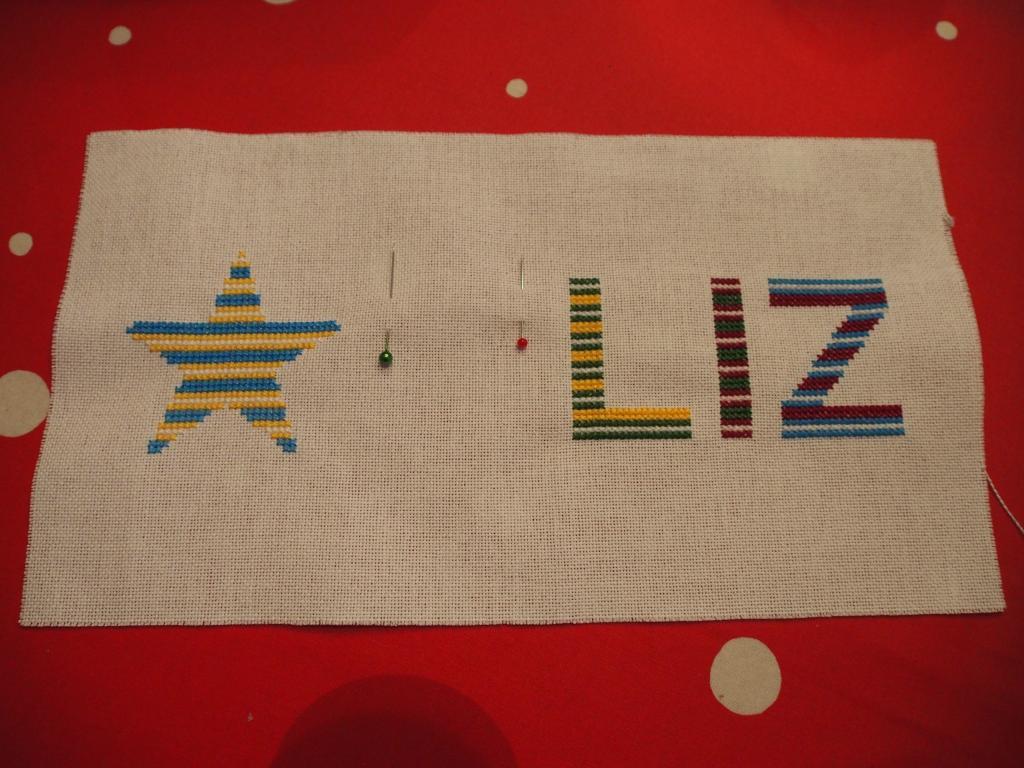 3 lettres et une étoile pour une pochette (broderie Monique Lyonnet) P1010062_zpsef513e45