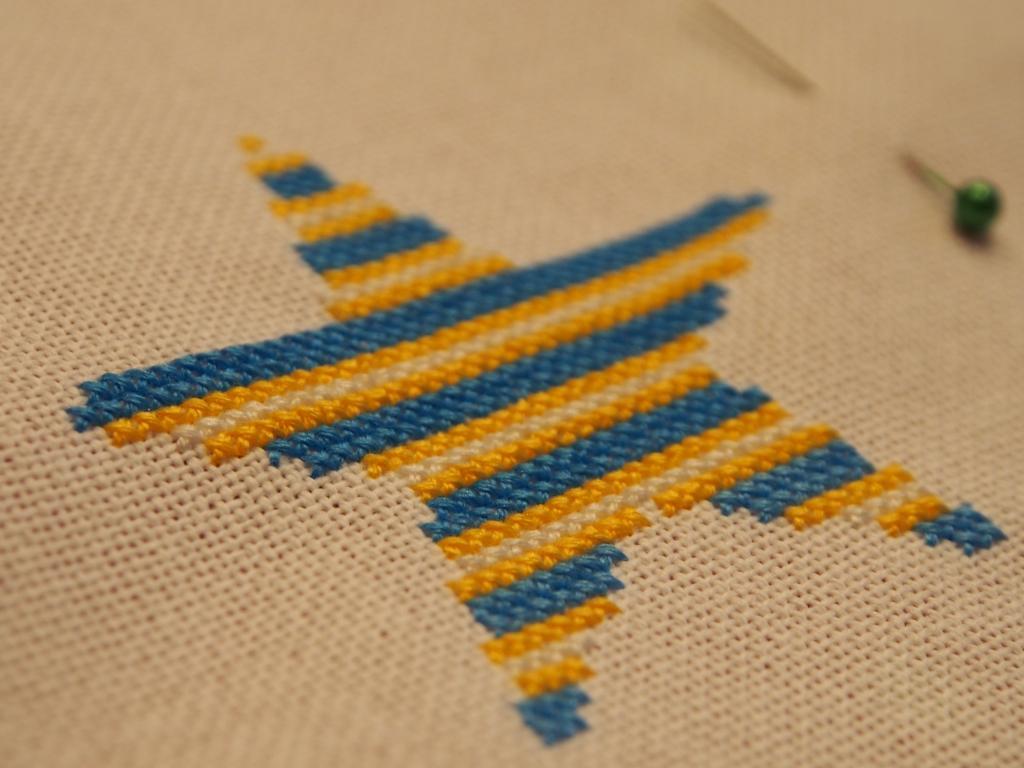 3 lettres et une étoile pour une pochette (broderie Monique Lyonnet) P1010063_zps2d4bf203