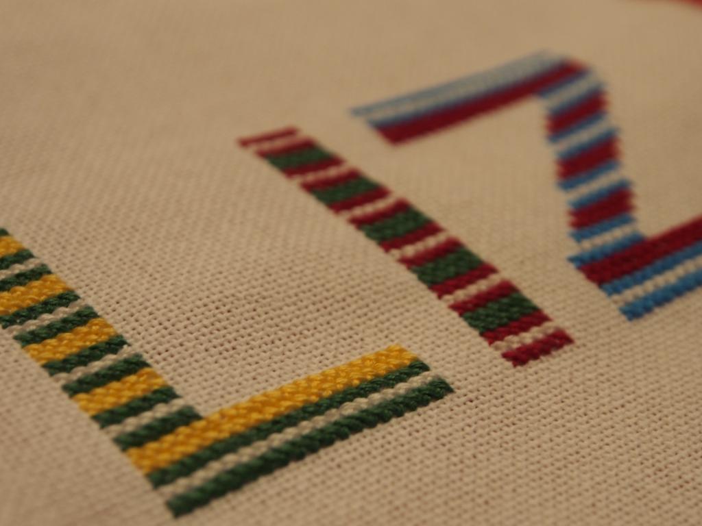 3 lettres et une étoile pour une pochette (broderie Monique Lyonnet) P1010064_zps86312e65