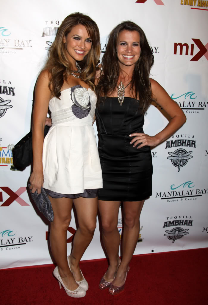 ¿Cuánto mide Melissa Claire Egan? - Real height Bergman77981