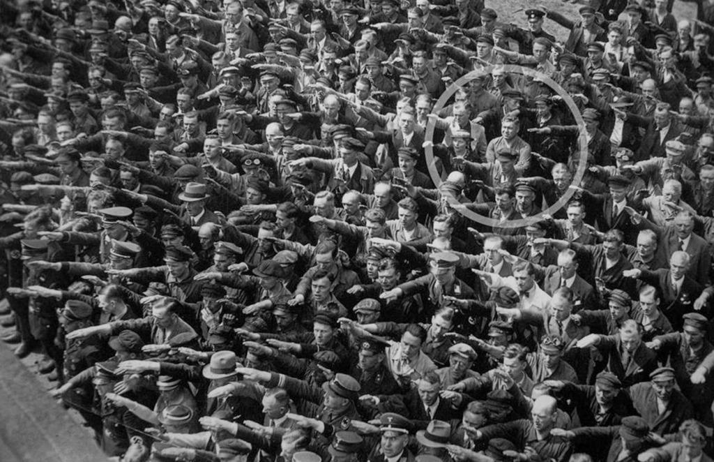 Da li su ljudi, ljudska bića, stoka, пучина једна грдна... - Page 4 August_Landmesser_01_zps3cb6pmoo