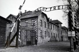 10 artefakata ili fenomena kojima biste obelezili 20. vek Auschwitz_zps016376c5