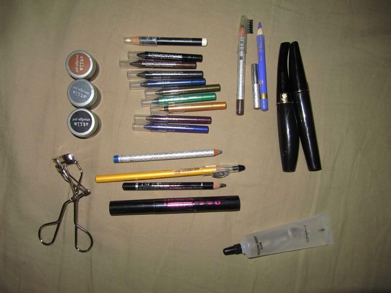 Comorile noastre -Makeup/Nails/Hair collection - Pagina 2 Ff48259c