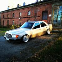 AlexiR: W124 300D, vanha rouva 14280489.t