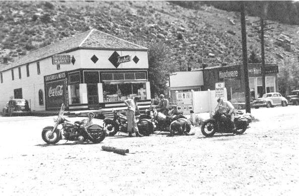um grupo de motociclistas 1950 - harley davidson Sunday_ride_Grant_CO