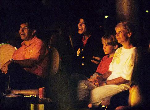 Immagini Inedite - Pagina 3 Michael-Jackson-michael-jackson--1